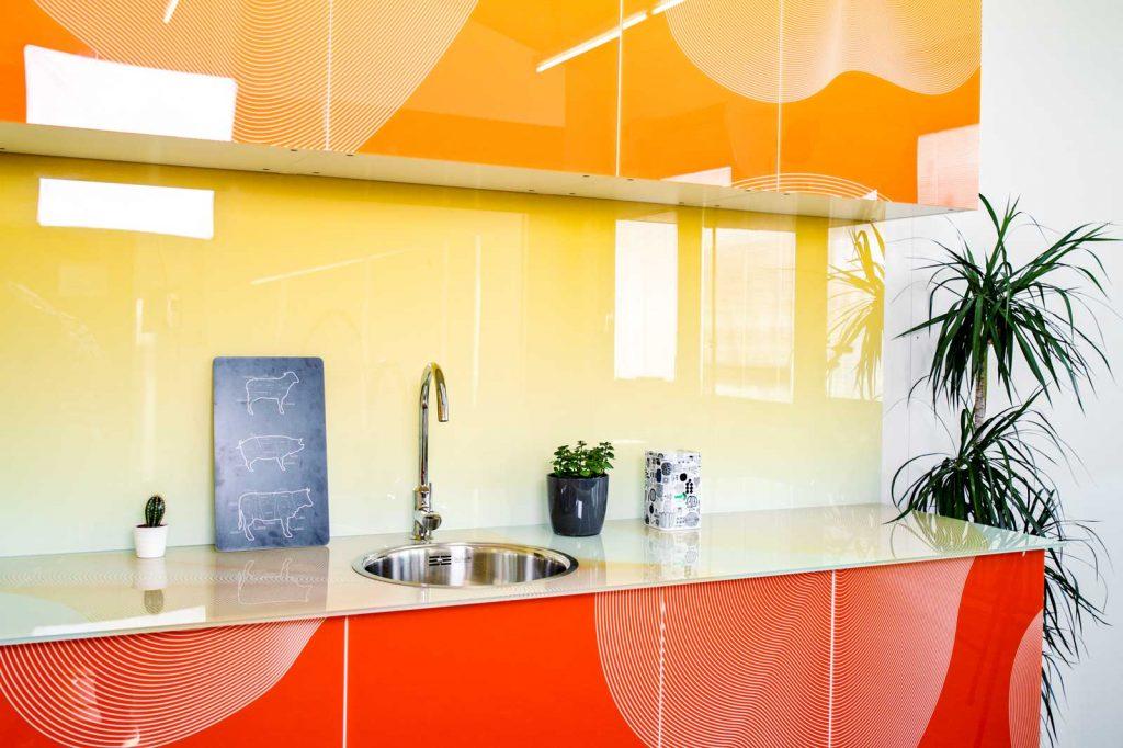Bedrucktes Glas in der Küche für Kücheneinrichter