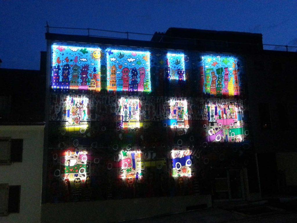 Glasfassade hinerleuchtet gedruckt von Glavort